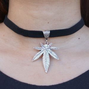 Jewelry - Silver Weed Leaf Velvet Choker Necklace